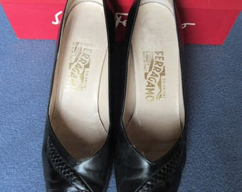Salvatore Ferragamo Shoes with Hide Print Band, Ferragamo Black Pumps Size 9, Vintage Salvatore Ferragamo Black Heels with Lizard Skin Band