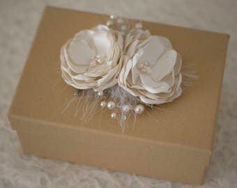 Ivory fascinator | Ivory hair flowers | Bridal fascinator | Wedding hair flowers | Fabric flower | Wedding accessory white fabric flowers