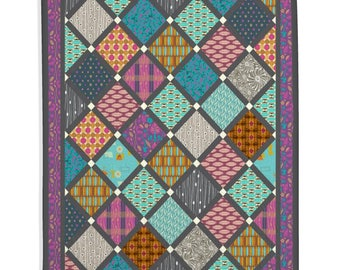 Traditional Quilt, Home Decor, Living Room - Geometric Lattice on Point Quilt