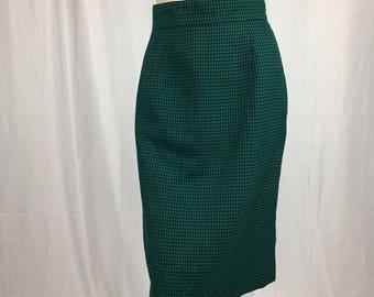 Jones Wear Green & Black Houndstooth Pencil Skirt