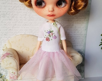 Blythe outfit romantic. Blythe dress and leggings.
