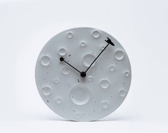 Сoncrete clocks as the moon
