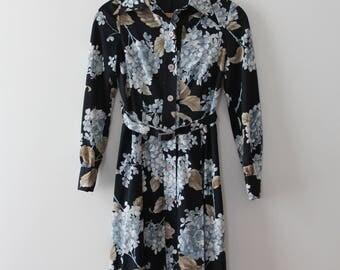vintage 1970s floral dress // 70s button up dress with belt