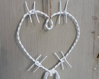 Barbed wire heart - white-