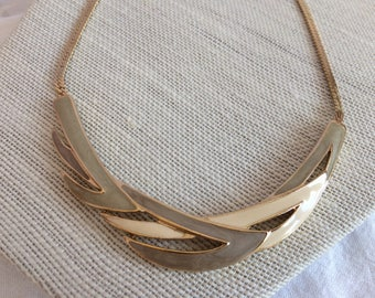 Trifari Goldtone/Cream/Putty Enamel Attached Pendant Choker/Necklace