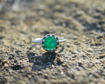 dainty ring for her, dainty green ring, minimalist ring, silver celtic ring, may birthstone ring, layer ring, dainty gemstone ring, casual