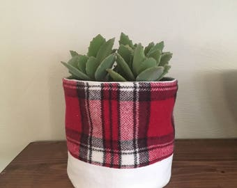 Plaid plant holder