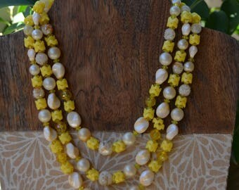 Vintage 1960s YELLOW FLORAL Lucite plastic necklace Signed Hong Kong #HongKong