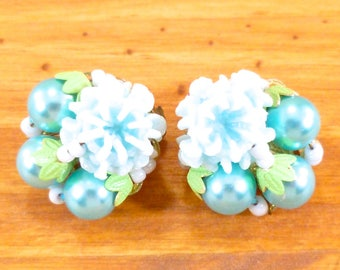 Vintage clip on earrings - turquoise cluster beads