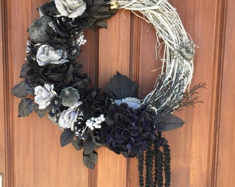 Halloween wreath, gothic wreath, pumpkin wreath, glitter wreath, Halloween decor, front door wreath, black and silver wreath, fancy wreath,