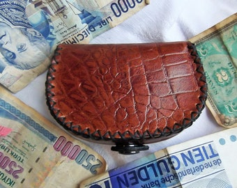 style Croc, half moon, stitched leather wallet hand