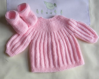 "Bra and ""rose"" size newborn baby booties - handmade knit"