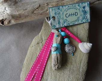Door keys or jewelry bag made of driftwood and shell pink and blue