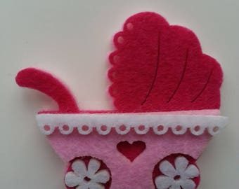 une poussette/ landeau  bébé rose en feutrine 5cm