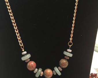 Beaded necklace with goldtone chain