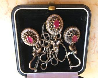 2  Beautifull  silver gold garne tEarings one chain with zirkon garnet pendant