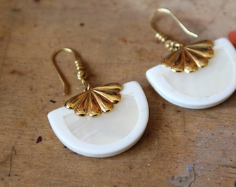 Vintage earrings dangling white and Golden