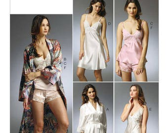 Robe, Camisole, slip and panties sewing pattern - Vogue V8888