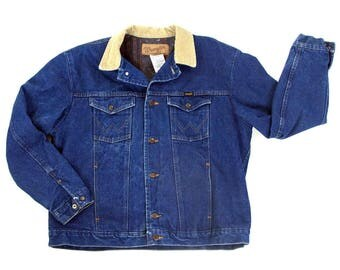 """70s Wrangler Blanket Lined Denim Jacket Vintage 1970s Trucker Jacket with Striped Lining Worn In Barn Coat Jean Jacket USA Made 48.5"""" Chest"""