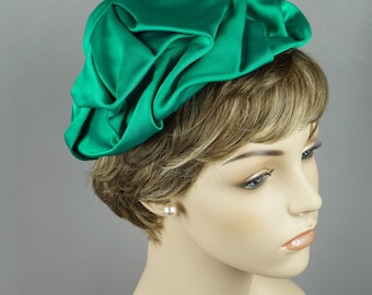 1960s Vintage Hat Kelly Green Twill Fabric Toque by Trebor