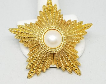Gorgeous Gold Tone Star Pin Vintage Brooch Faux Pearl Center