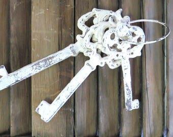 Skeleton Keys, Vintage Inspired Keys, White Keys, Shabby Cottage Chic, Rustic, Farmhouse Keys, Paperweight, Gift Idea, Housewarming Gift