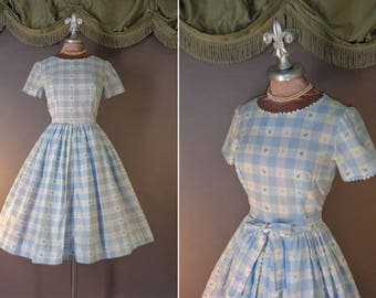 Vintage 50s dress 1950s BLUE WHITE GINGHAM check pastel rose bud cotton full skirt dress