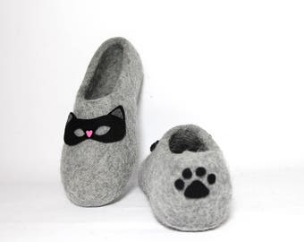 Kitty Cat Slippers Women Felted Home Shoes, Wool Slippers, Handmade Wool Shoes, Cat Mask Heart slippers, Cat Lover Christmas Gifts for Her