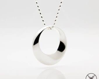 Möbius pendant