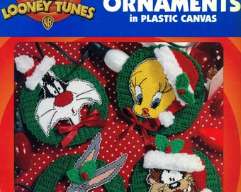 Looney Tunes Christmas Ornaments PLASTIC CANVAS 10 Holiday Characters Leisure Arts 1801