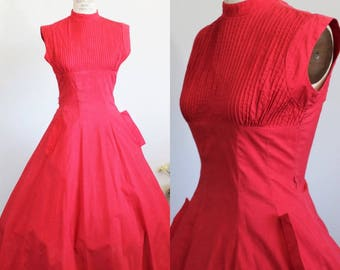 Vintage 1950s Red Fit And Flare Dress With Pockets / Cherry Red Cotton 50s New Look Dress / Pintucking Full Skirt Circle Skirt