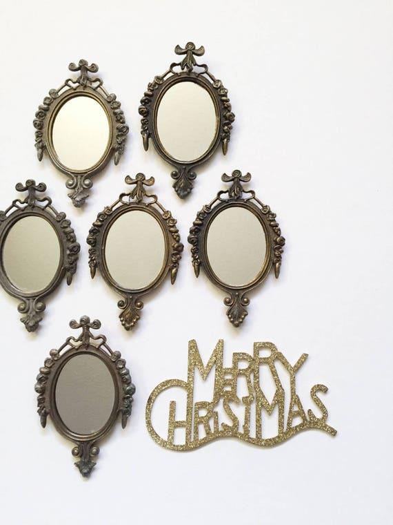 metal ornate glass oval wall mirror / 1 single mirror
