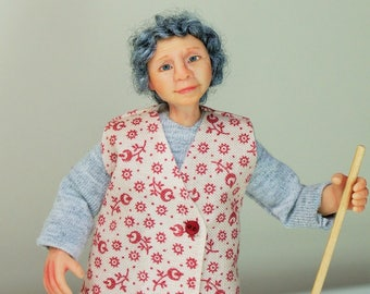 Phyllis cleans the house, hand sculpted miniature dollhouse doll in 1/12th, one inch scale, ooak by Jendlewick Dolls