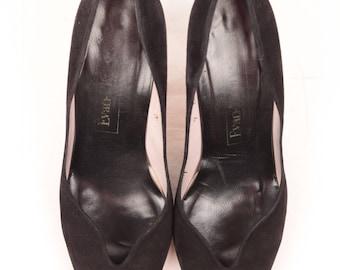 black suede pumps // major toe cleavage // size 9