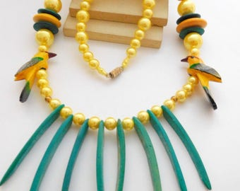 Vintage Carved Wood Hummingbird Yellow Green Bead Tribal Statement Necklace M28