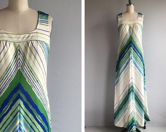 Vintage 1970s Dress / 70s Chevron Stripe Maxi Dress / Leslie Fay