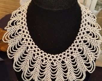 Womans Vintage simulated pearl bib collar necklace