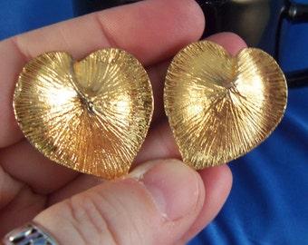 Vintage gold leaf heart pierced earrings. (P56)