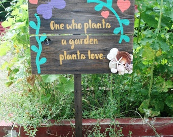 Handmade Reclaimed Wood Garden Sign: Rustic Garden Decor, Shabby Chic Reclaimed Home Decor, Totally One of a Kind! Out door sign garden deco