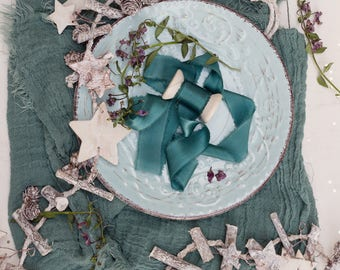 Green silk ribbon | hand dyed organic cotton | christmas decoration | photography styling | christmas styling kit | styled photos