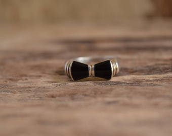 Bowtie Ring - vintage bow tie ring - black stone ring - black onyx rings, vintage black tie ring, bow ring - bows - sterling silver bow ring