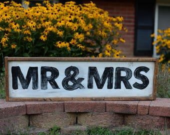 Mr & Mrs | Wood sign | STONEMILL MARKET