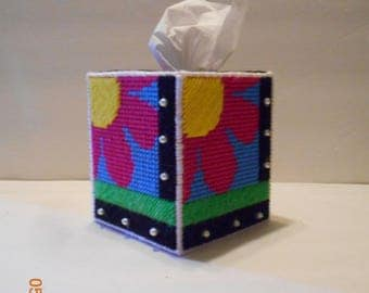 Hot pink daisy, tissue box cover, kleenex box cover, plastic canvas