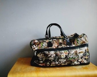 Large vintage tapestry holdall / 90s floral tapestry Weekender bag / zip up floral cabin bag / vintage tapestry luggage / tapestry carry on