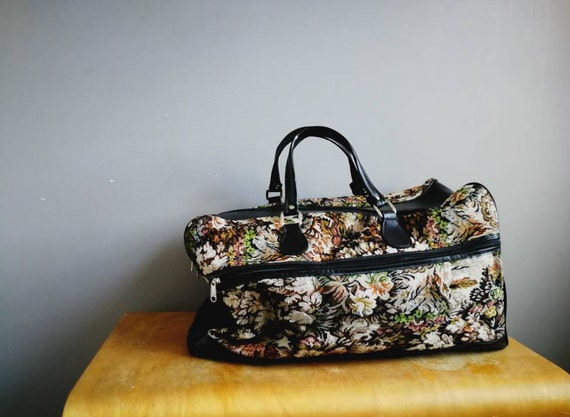 Large vintage tapestry holdall / 90s floral tapestry Weekender bag / zip up floral cabin bag / vintage tapestry luggage / tapestry carry on