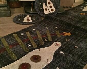 "Pattern: Wool Table Runner & Ornies called ""Simple Snowman"" by Primitive Gatherings"