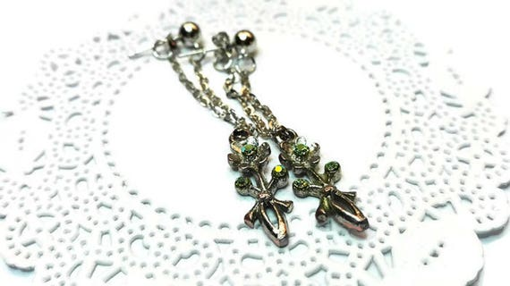 Long twisted iron chain dangle earrings with flower charm