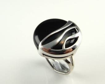 Unisex Black Obsidian Silver Ring Sterling Silver 925 Modernist Jewelry 1950s 1960s 1970s Mid Century Boho Bohemian Statement Signet Artisan