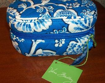 Vera Bradley Oval Signature Cotton Travel Jewelry Box with Zip Closure – Blue Lagoon Pattern with Original Tag