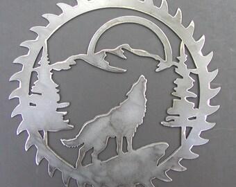 "Saw Blade Style Howling Wolf Metal Art Plasma Wall Wildlife Rustic 9"" diameter"